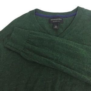 L / XL BANANA REPUBLIC 100% Merino Wool V Neck